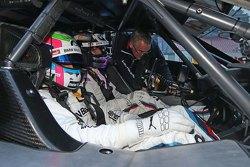 Бруно Спенглер и Алекс Дзанарди в двухместной BMW M4 DTM