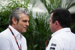 Maurizio Arrivabene, Ferrari Director del Equipo con Eric Boullier, McLaren Racing Director