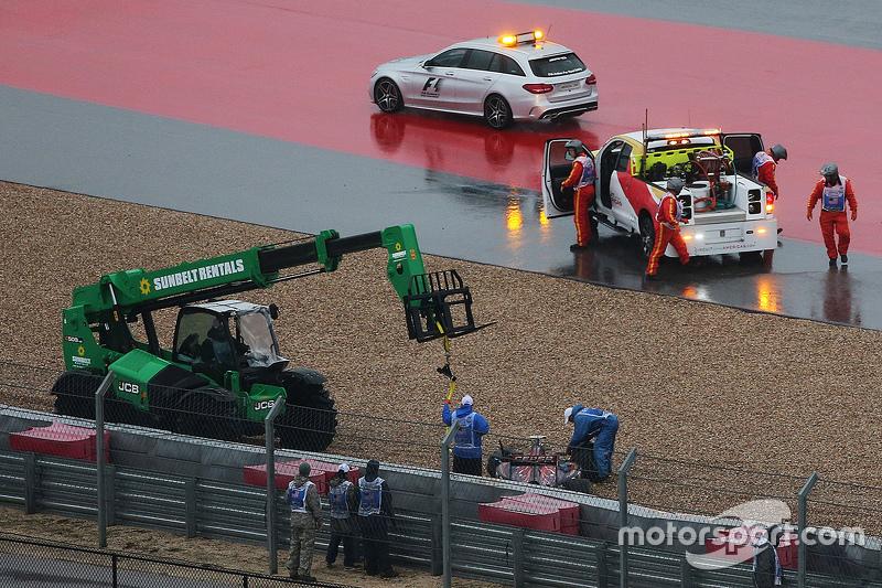 Карлос Сайнс мол., Scuderia Toro Rosso STR10 crashes під час кваліфікації