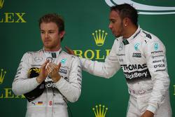 Podio: Segundo lugar Nico Rosberg, Mercedes AMG F1 W06 y Ganador de la Carrera y Campeón del Mundo L