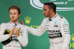 Podium: Winnaar en wereldkampioen Lewis Hamilton, Mercedes AMG F1, met tweede plaats Nico Rosberg, M