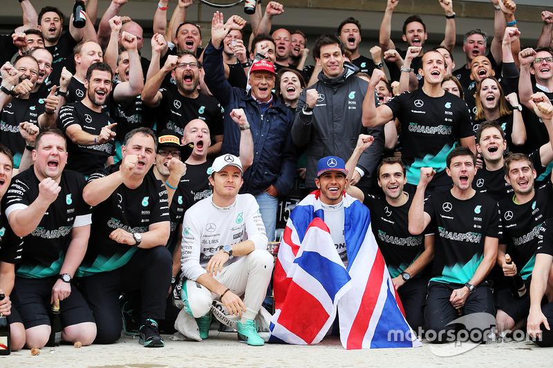 El equipo Mercedes celebra el Gran Premio de Estados Unidos 2015
