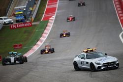 Nico Rosberg, Mercedes AMG F1 W06 aan de leiding achter de safety car