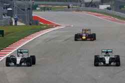Lewis Hamilton, Mercedes AMG F1 W06 and team mate Nico Rosberg, Mercedes AMG F1 W06 battle for position