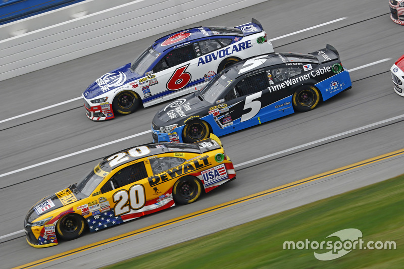 Метт Кенсет, Joe Gibbs Racing Toyota та Кейсі Кейн, Hendrick Motorsports Chevrolet та Ріккі Стенхауз