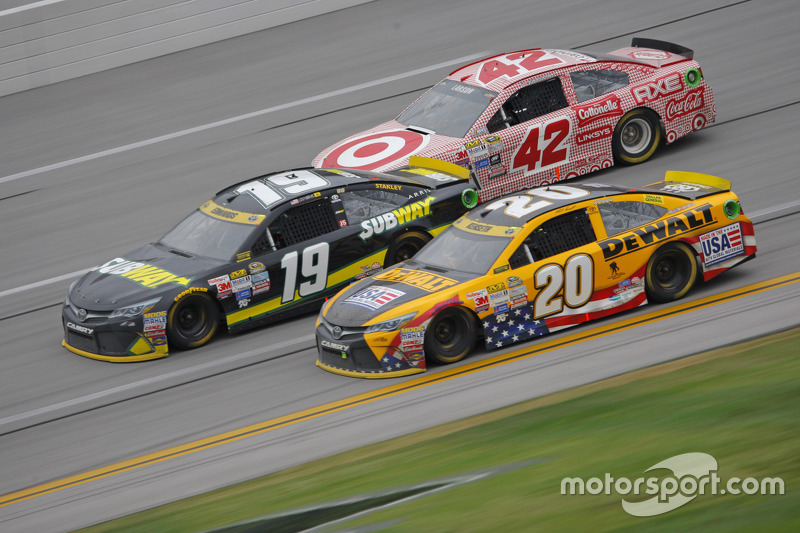 Matt Kenseth, Joe Gibbs Racing Toyota ve Carl Edwards, Joe Gibbs Racing Toyota ve Kyle Larson, Chip