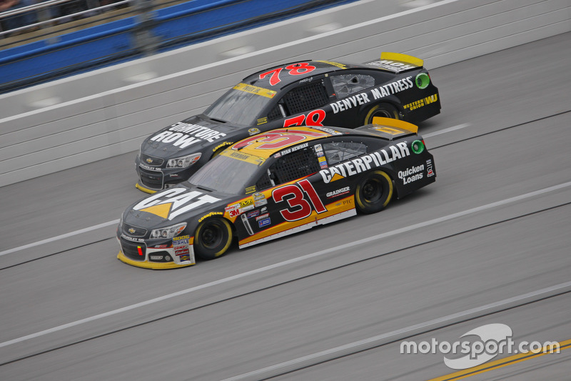 Ryan Newman, Richard Childress Racing Chevrolet and Martin Truex Jr., Furniture Row Racing Chevrolet