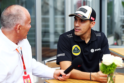 Pastor Maldonado, Lotus F1 Team con Peter Windsor, Periodista
