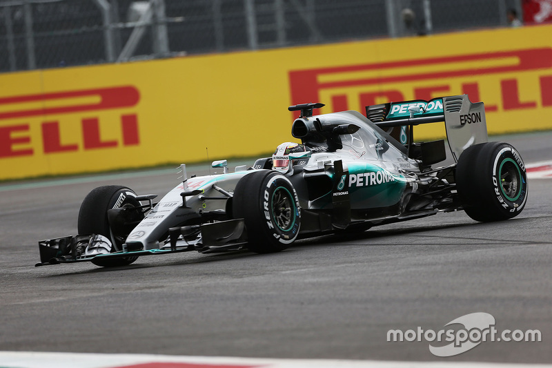 Lewis Hamilton, Mercedes AMG F1 W06 spins in the second practice session