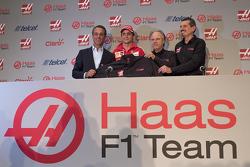 Carlos Slim, directeur América Móvil, Esteban Gutiérrez Haas F1 Team, Gene Haas teameigenaar en Guen