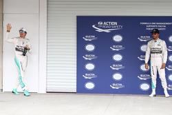 Ganador de la pole Nico Rosberg, Mercedes AMG F1 W06 ay el segundo lugar Lewis Hamilton, Mercedes AMG F1