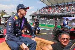 Daniil Kvyat, Red Bull Racing en el desfile de pilotos