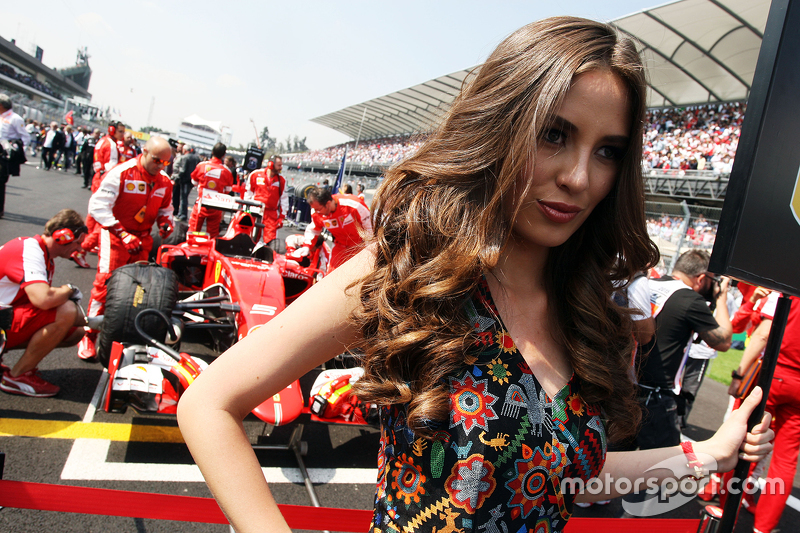 Grid girl for Sebastian Vettel, Ferrari SF15-T.