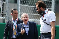 Жан Тодт, президент FIA и Маттео Бончиани, представитель FIA на стартовой решетке