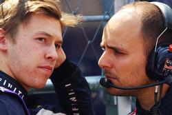 Daniil Kvyat, Red Bull Racing with Gianpiero Lambiase, Red Bull Racing Engineer on the grid