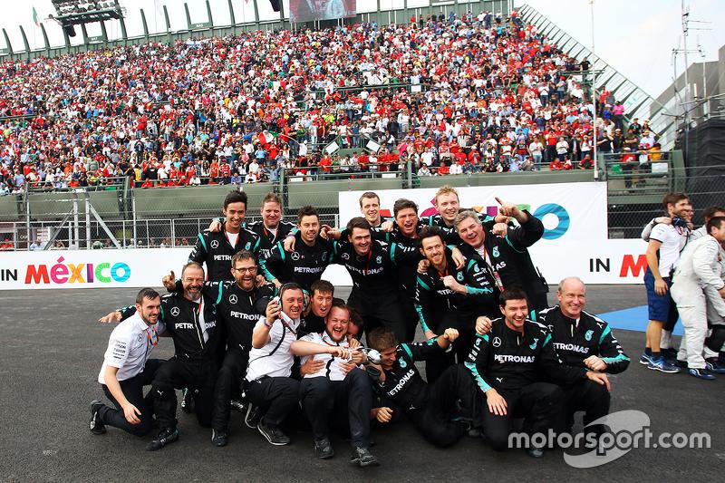 Mercedes AMG F1 celebra en el podio