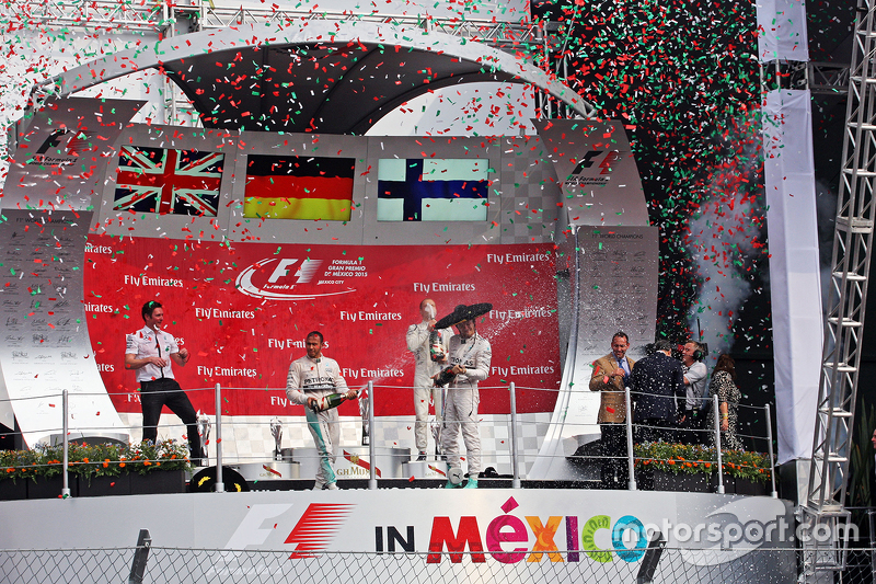 Podium: Race winner Nico Rosberg, Mercedes AMG F1 celebrates on the podium