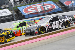 Jimmie Johnson, Hendrick Motorsports Chevrolet, Kyle Busch, Joe Gibbs Racing Toyota