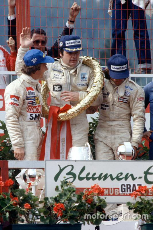 Podium: ganador, Alan Jones, Williams, segundo lugar, Gilles Villeneuve, Ferrari, tercer lugar, Jacques Laffite, Ligier
