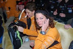 Ellen Lohr and Antonia De Roissard listen while Dakar organiser Etienne Lavigne brings the bad news about the Dakar 2008 cancellation