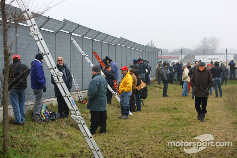 Spectators at the circuit perimeter