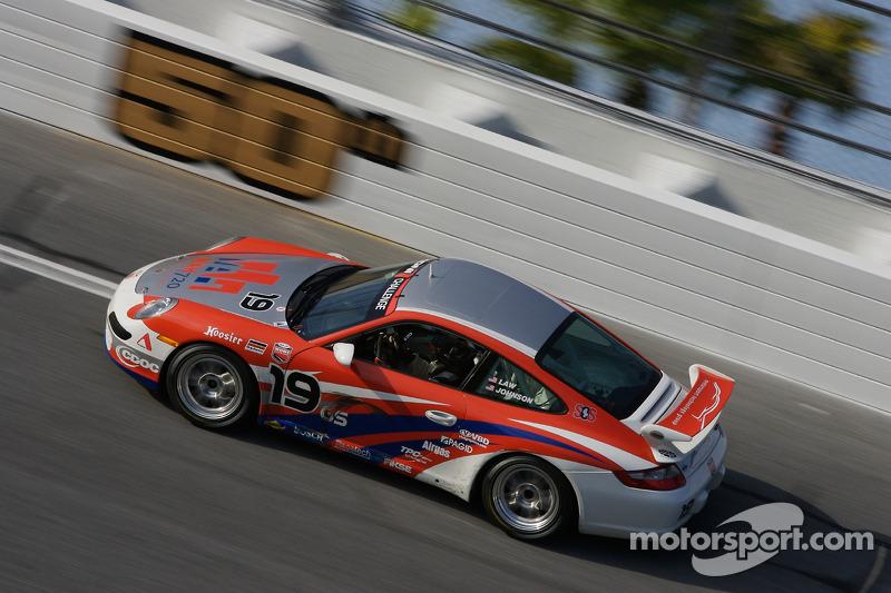 #19 Motorsport Technology Group Porsche 997: Billy Johnson, Darren Law