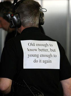 Force India F1 Team, Team members with notices on their back, feature