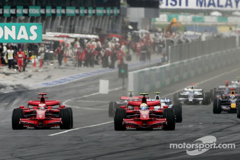 Start: Felipe Massa, Scuderia Ferrari, F2008 battle ve Kimi Raikkonen, Scuderia Ferrari, F2008