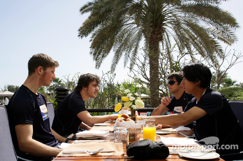 Renault F1 drivers training in Bahrain: Romain Grosjean, Renault R28, Fernando Alonso, Renault R28, Nelson A. Piquet, Renault R28 and Sakon Yamamoto, Renault R28 have their breakfast