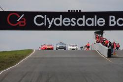 Race grid lines up