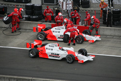 Pit stop for Helio Castroneves and Ryan Briscoe