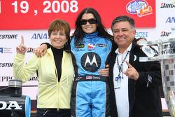 Podio: gadador de la carrera Danica Patrick