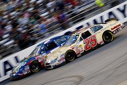 Mike Wallace races Bobby Hamilton Jr.