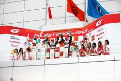 GT500 podium: class and overall winners Yuji Tachikawa and Richard Lyons, second place Juichi Wakisaka and Andre Lotterer, third place Kazuho Takahashi and Hiroki Katoh