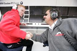 Альфонсо де Орлеанс Борбон, руководитель Racing Engineering Team празднует поул-позицию Джорджио Пантано