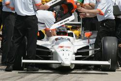 Davey Hamilton's crew prepares the car for qualifying