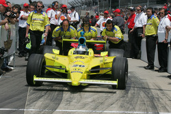 Ed Carpenter's crew push him out of the qualifying line