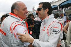 Ron Dennis, Presidente de McLaren y director del equipo con Pedro de la Rosa, piloto de prueba McLar