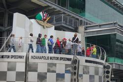 School kids on a Speedway field trip