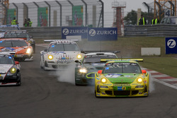 Start: #1 Manthey Racing Porsche 911 GT3 RSR: Timo Bernhard, Marc Lieb, Romain Dumas, Marcel Tiemann with a water line issue