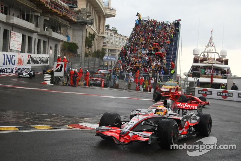 Lewis Hamilton, McLaren Mercedes, MP4-23 y Kimi Raikkonen, Scuderia Ferrari, F2008