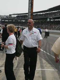 Bobby Rahal looks for Ryan Hunter-Reay