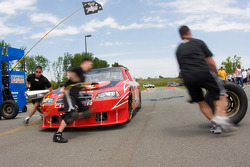The Ganassi Big Red Pit crew does a couple of pit stops to show off to the fans during The Ganassi Fan Appreciation Day