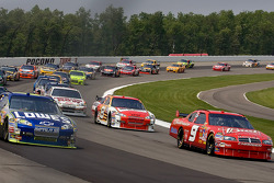 Kasey Kahne and Jimmie Johnson leads the field to the green flag