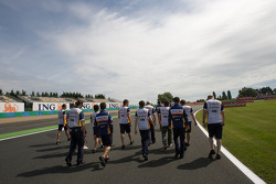 Track walk for Fernando Alonso, Renault F1 Team, Nelson A. Piquet, Renault F1 Team and Renault F1 Team members