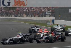 Start: Kazuki Nakajima, Williams F1 Team, and Sébastien Bourdais, Scuderia Toro Rosso