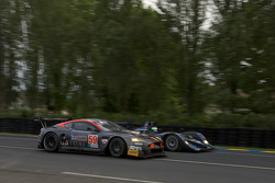 #59 Team Modena Aston Martin DBR9: Jos Menten, Christian Fittipaldi, Terry Borcheller, #40 Quifel-ASM Team Lola B05-40 AER: Olivier Pla, Miguel Amaral, Guy Smith