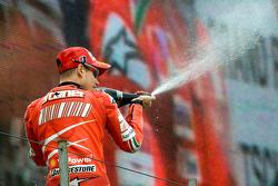 Podio: champagne para Casey Stoner