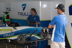 El garage del equipo de Trulli