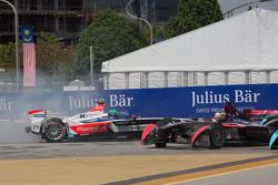 Nick Heidfeld, Mahindra Racing en Jean-Eric Vergne, DS Virgin Racing Formula E Team van de baan